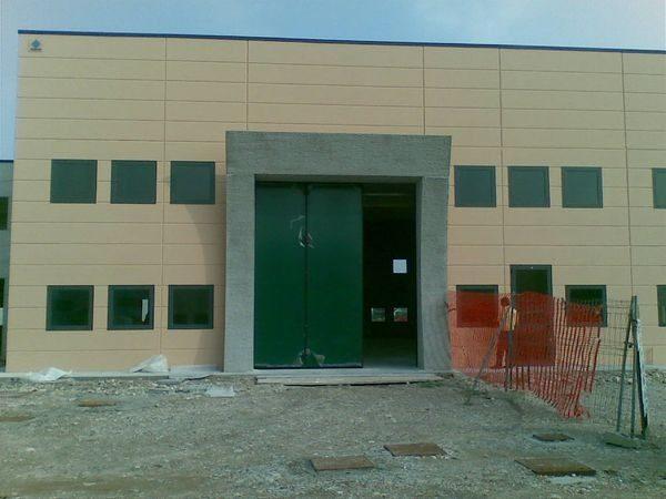 porte in alluminio per capannoni