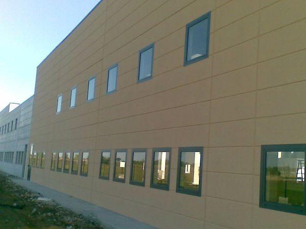 finestre in alluminio capannone